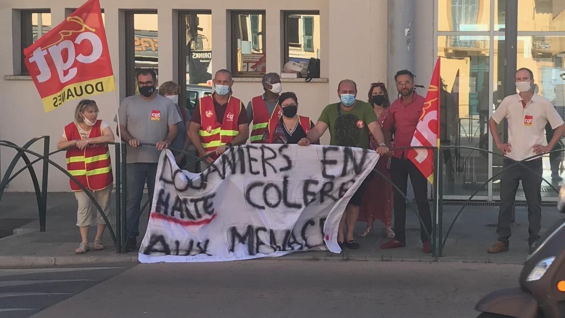 Le piquet de grève de ce mardi matin à la gare maritime d'Ajaccio