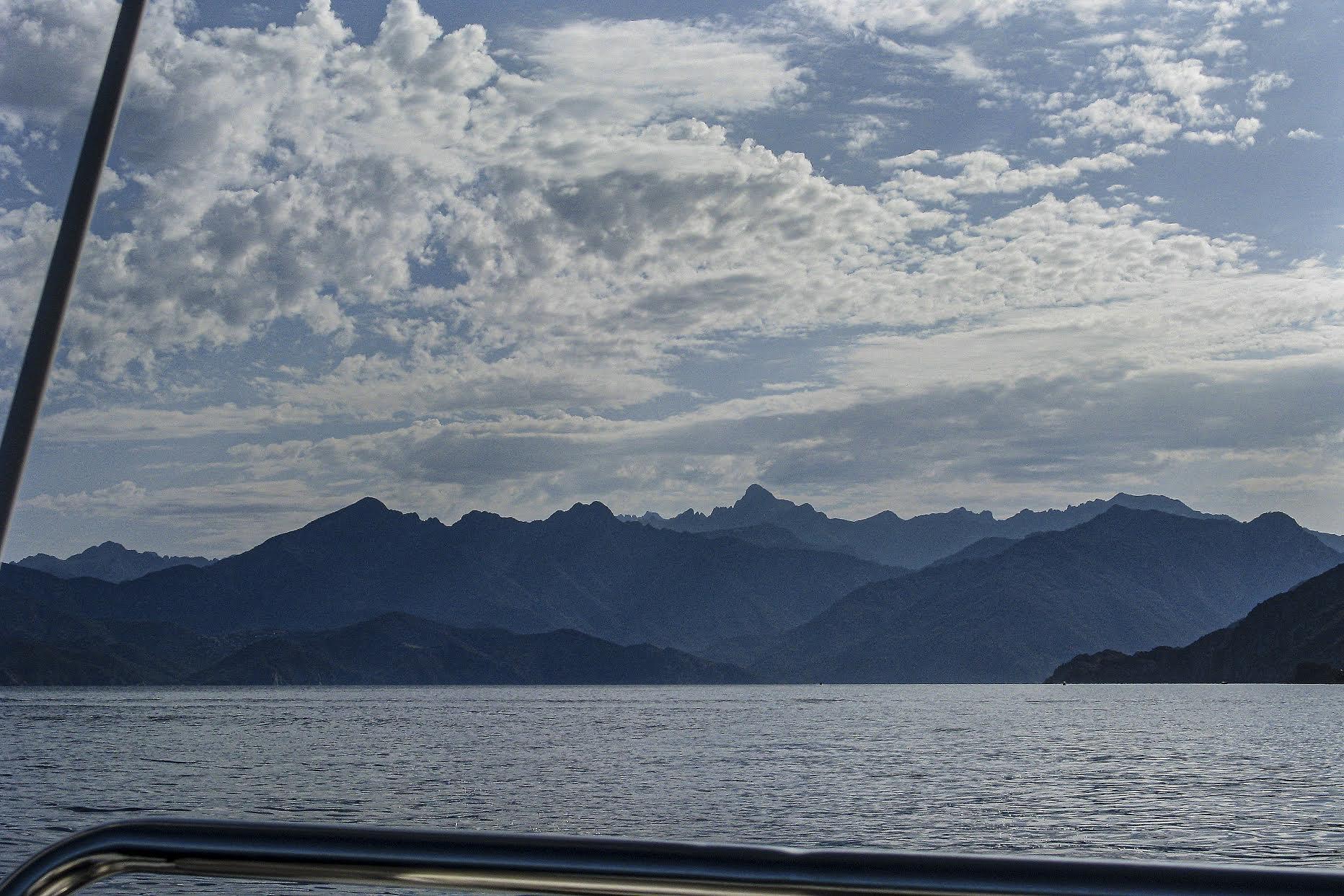 Le Monte Cintu vu du golfe de Portu (Enrico Chiavacci)