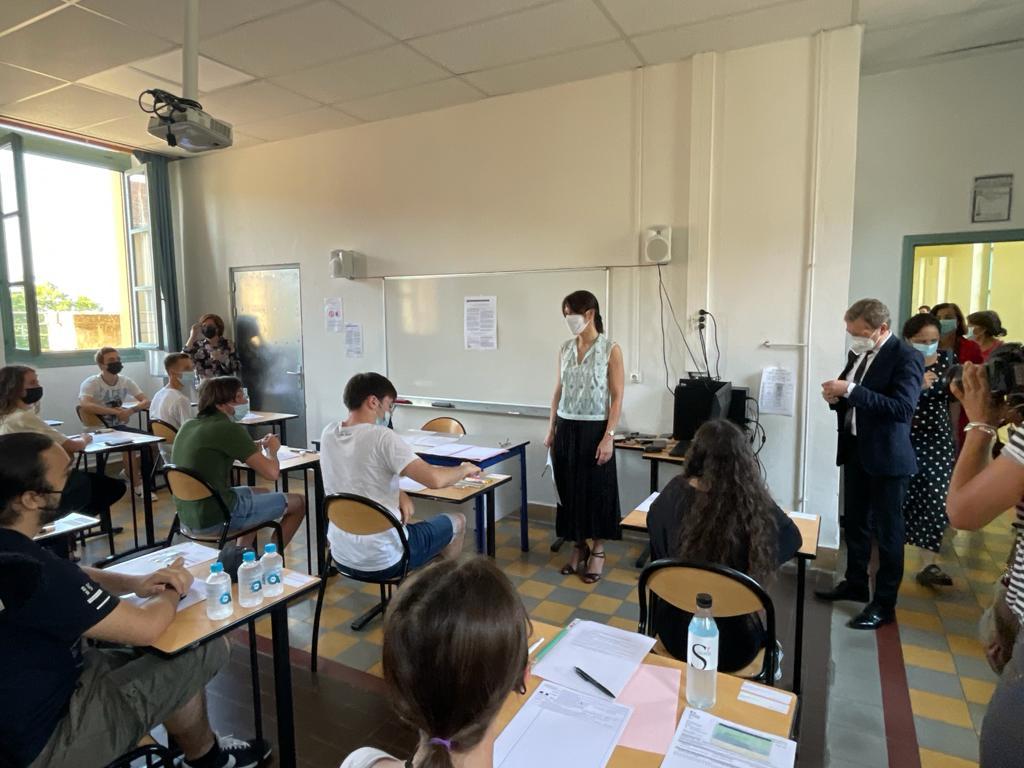 La rectrice, Julie Benetti, ce jeudi 17 juin au lycée Fesch d'Ajaccio pour l'ouverture des sujets de l'épreuve de philosophie des baccalauréats général et technologique