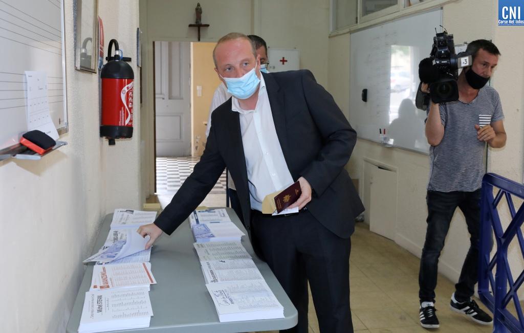 Territoriales : Laurent Marcangeli a voté dans une ambiance conviviale