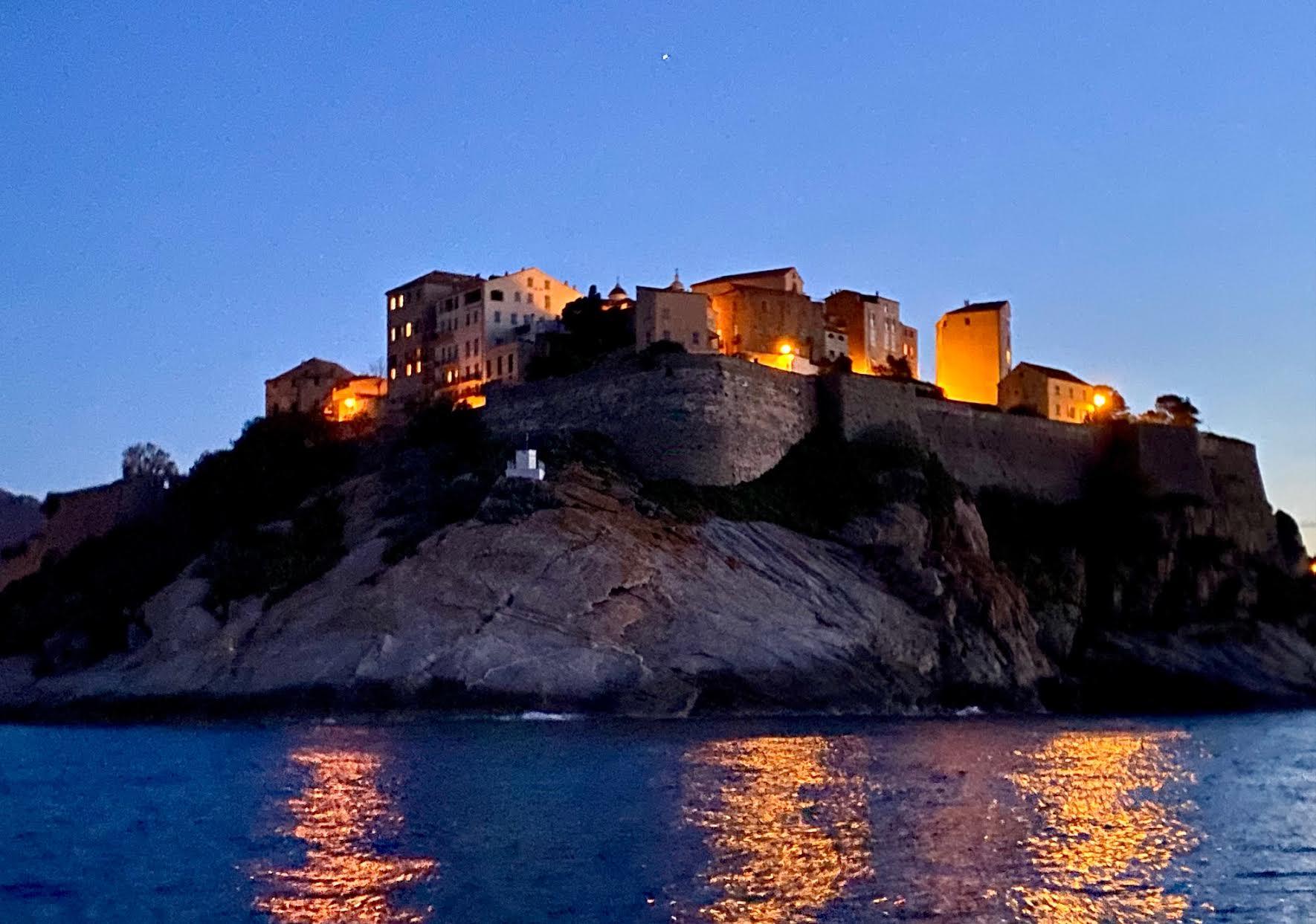 La photo du jour :  la citadelle de Calvi, belle de nuit
