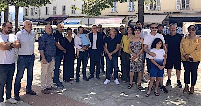 "L'équipe d'""Avanzemu pè a Corsica"" ce mercredi 23 juin sur la place Foch à Ajaccio. Photo : Julia Sereni"