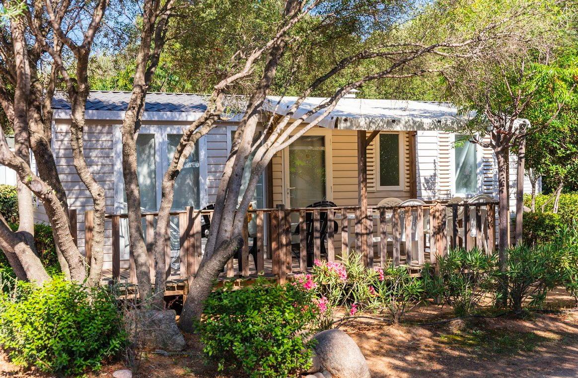 Zoom sur la préparation d'un camping en famille réussi en Corse