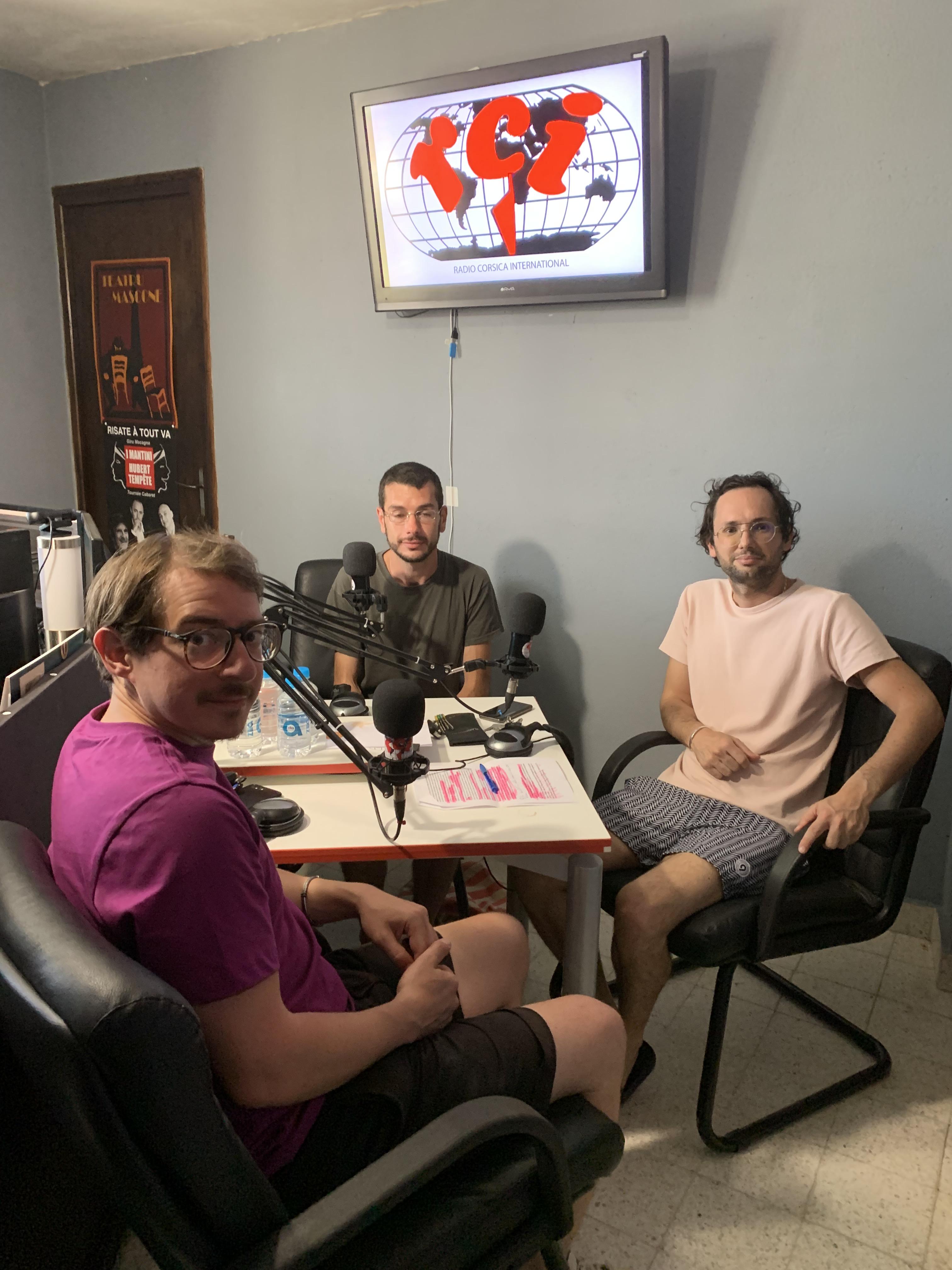 Pasquà Pancrazi, Cencio et Fred Bourreau Micaelli lors de la présention de leur EP sur une webradio
