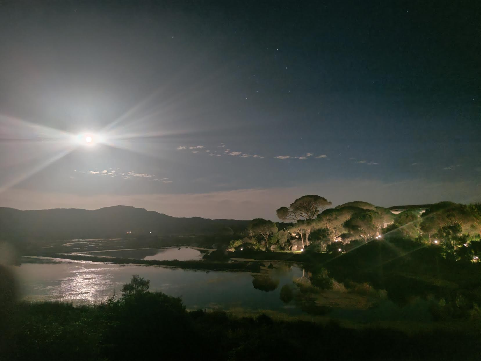 La photo du jour : Les Salines de Porto-Vecchio sous la pleine lune