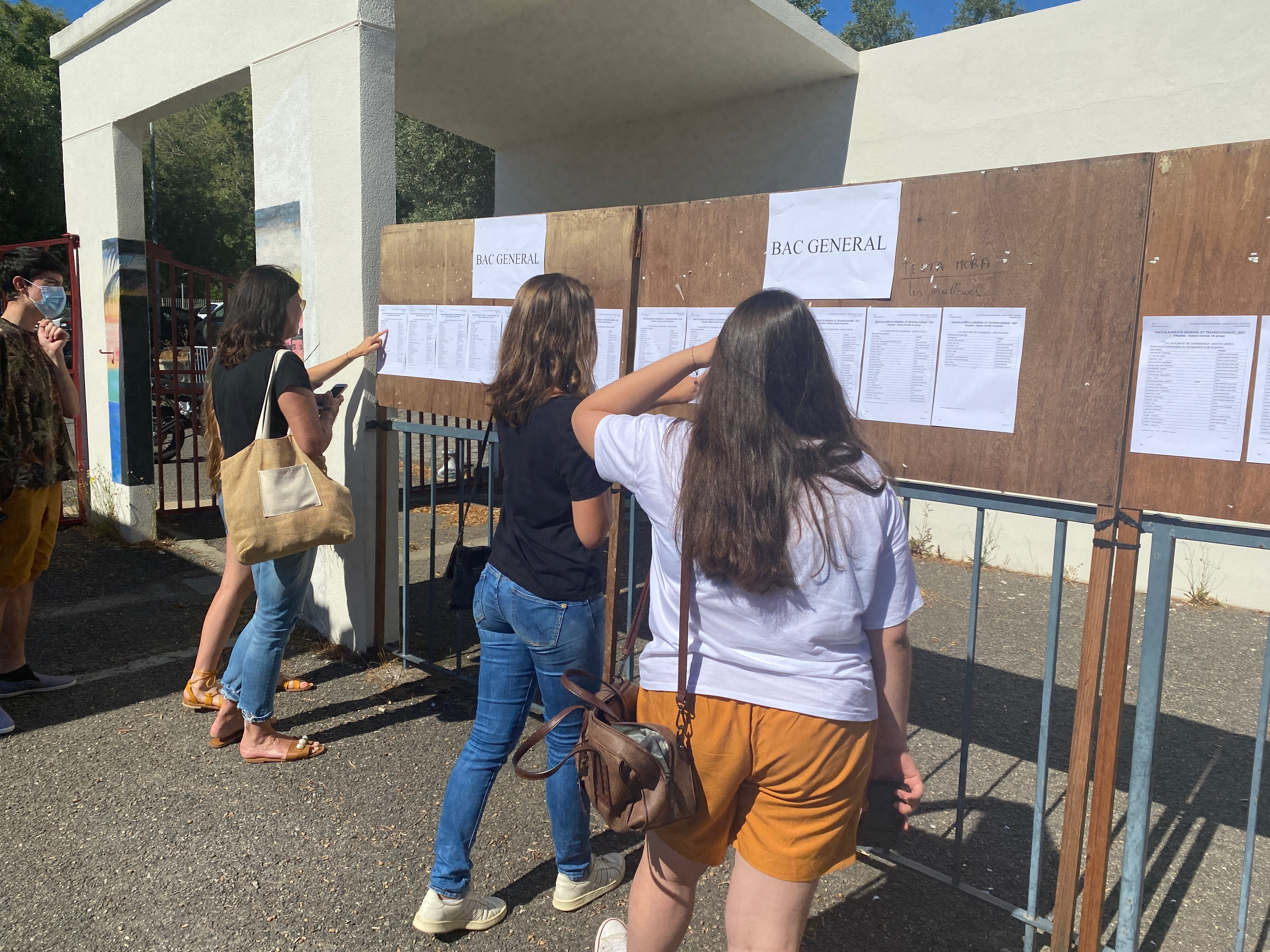 Ce lundi 6 juillet, les élèves sont restés chez eux et ne se sont pas rendus dans leur établissement pour voir les résultats du Bac 2021