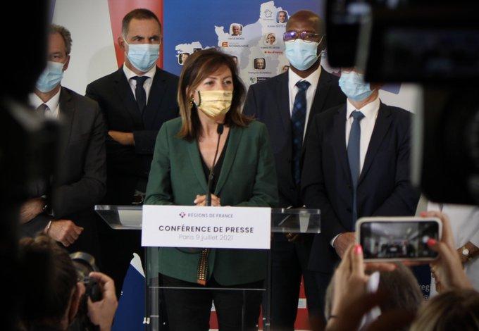 Carole Delga, nouvelle présidente de Régions de France, présidente socialiste de la Région Occitanie. En arrière plan, Gilles Simeoni, président du Conseil exécutif de la Collectivité de Corse.