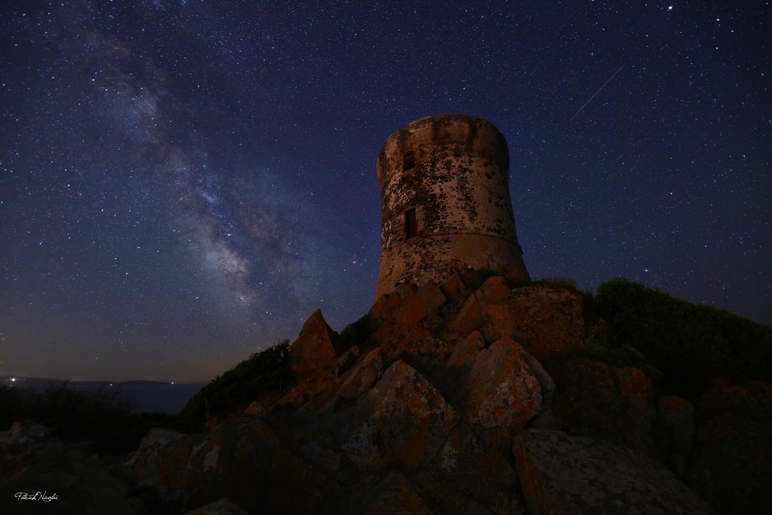 La photo du jour : la tour de la Parata dans la nuit d'été