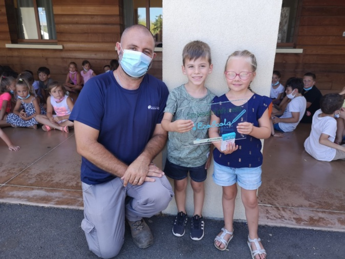 Deux élèves et un enseignant de  l'école St Exupery de Borgo