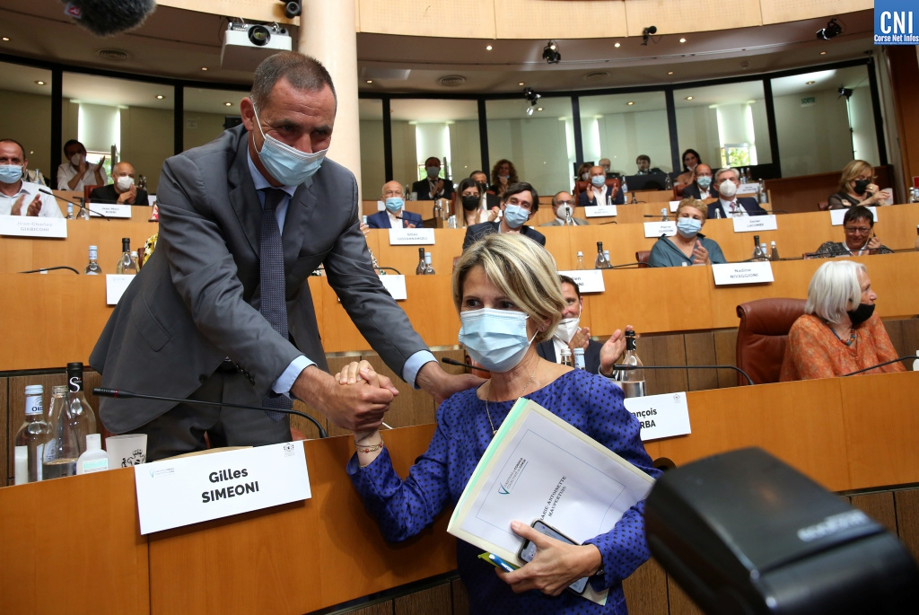 Avec Gilles Simeoni au moment de son élection. Photo Michel Luccioni.