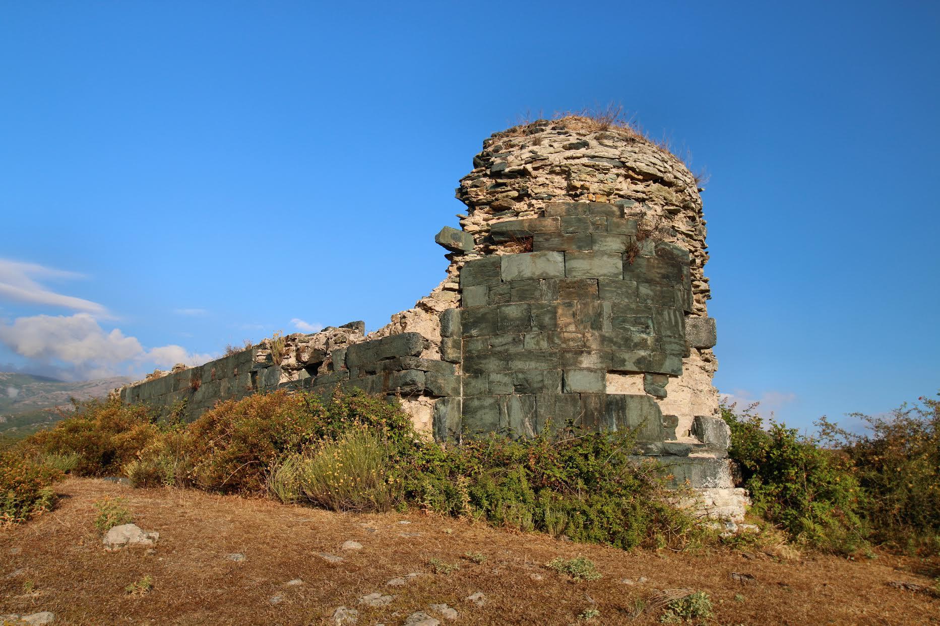 La photo du jour : les ruines de A chjesa nera di Pieve