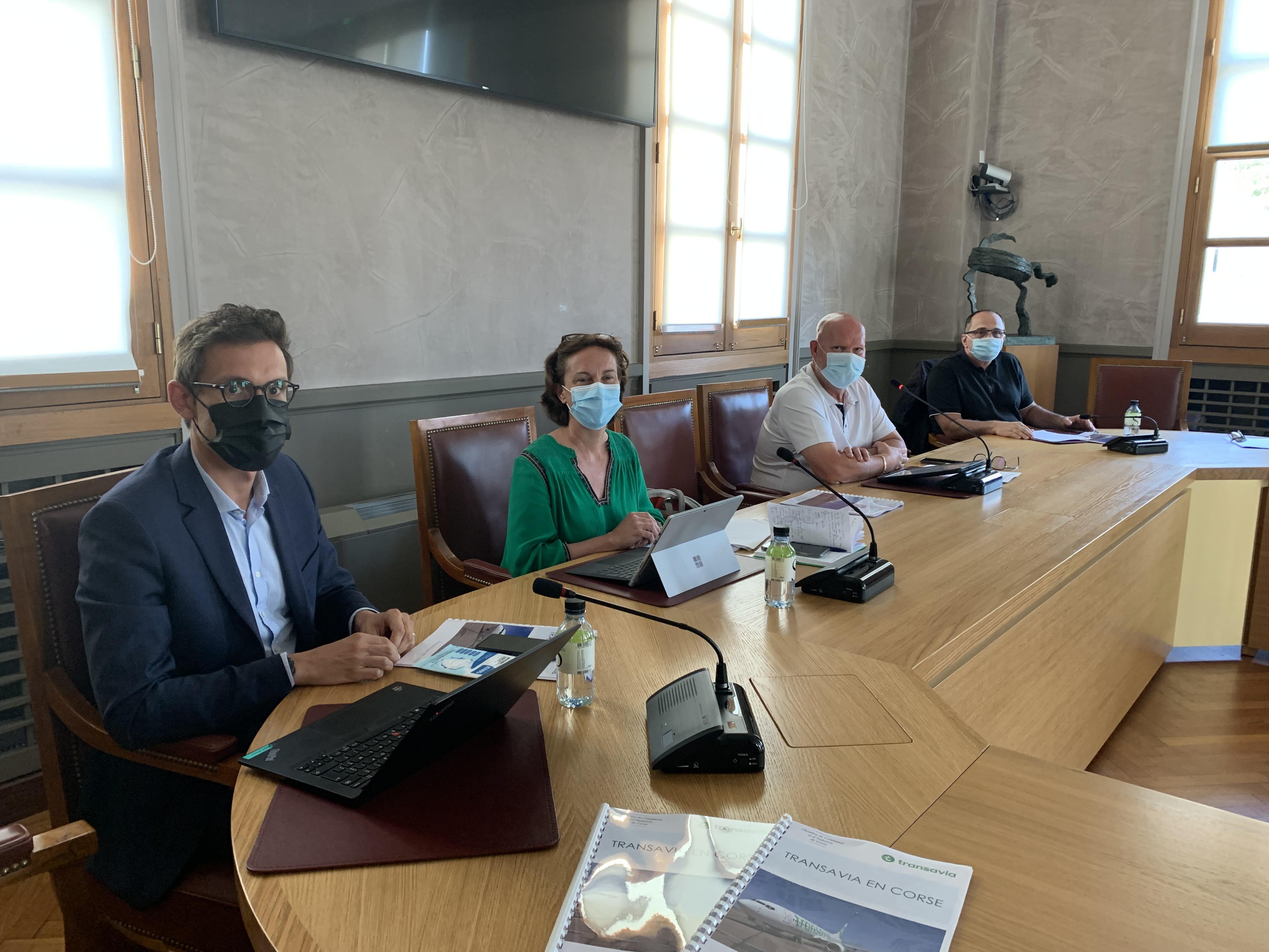 Alexandre Blondel, Nathalie Stubler et jean Dominici ont présenté les 12 routes de la compagnie Transavia