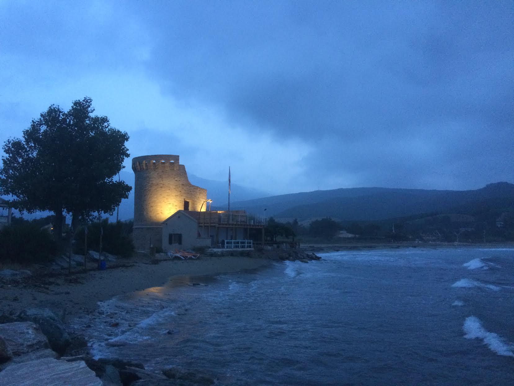 La photo du jour : l'aube sur Ampuglia