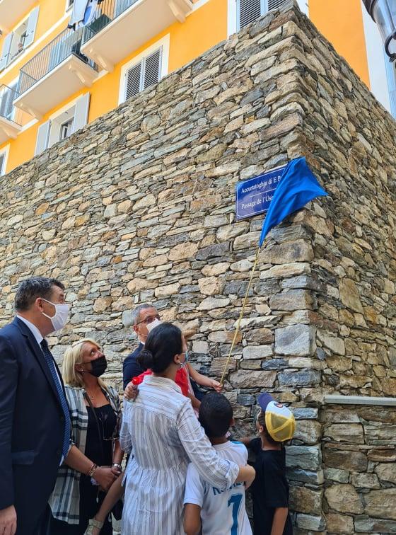 La plaque a été dévoilée avec les habitants du quartier. Crédits Photo : Pierre-Manuel Pescetti