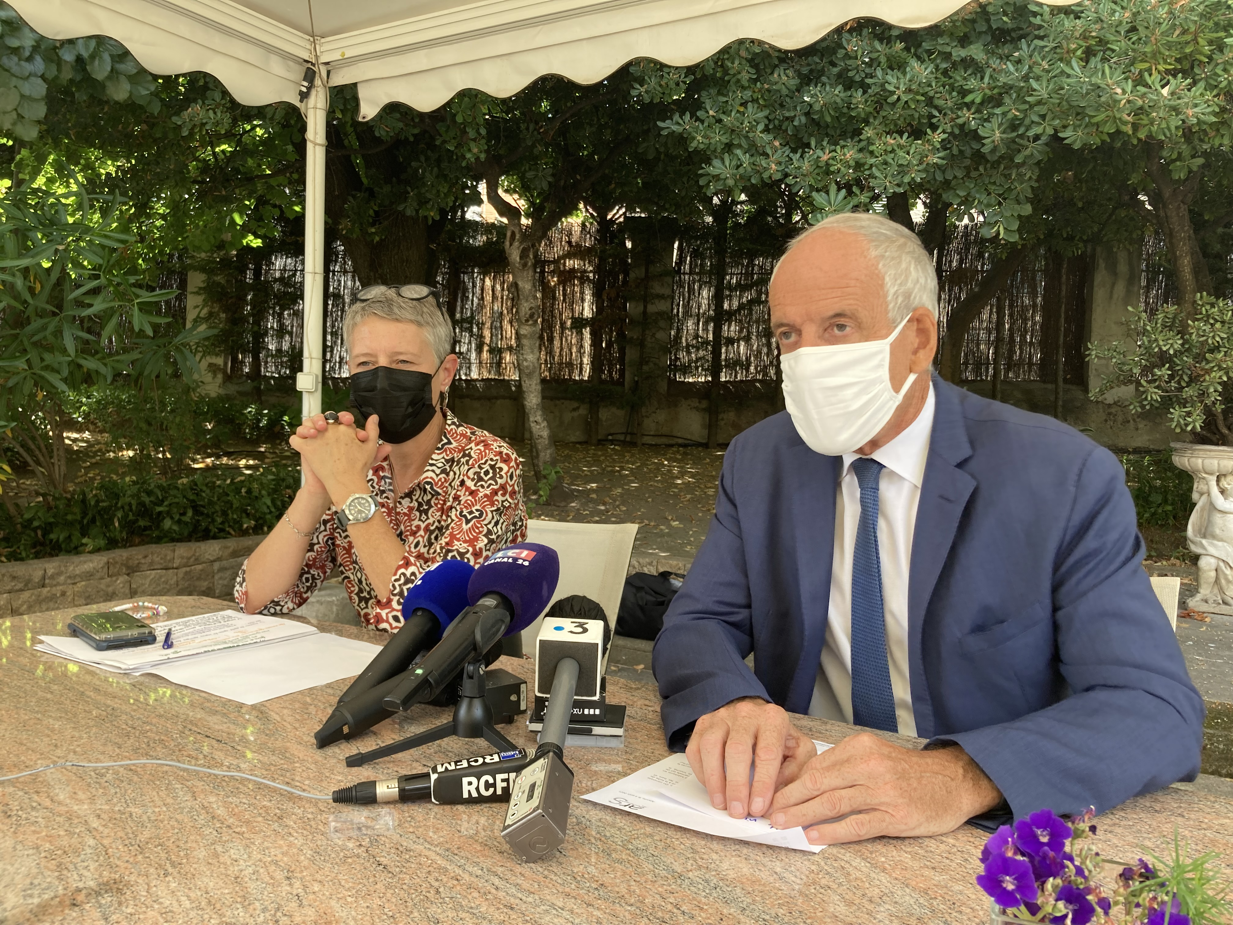 La directrice de l'ARS Marie-Hélène Lecenne et le préfet Pascal Lelarge ont tenu une conférence de presse à Ajaccio ce mercredi 4 août. Photo : Julia Sereni