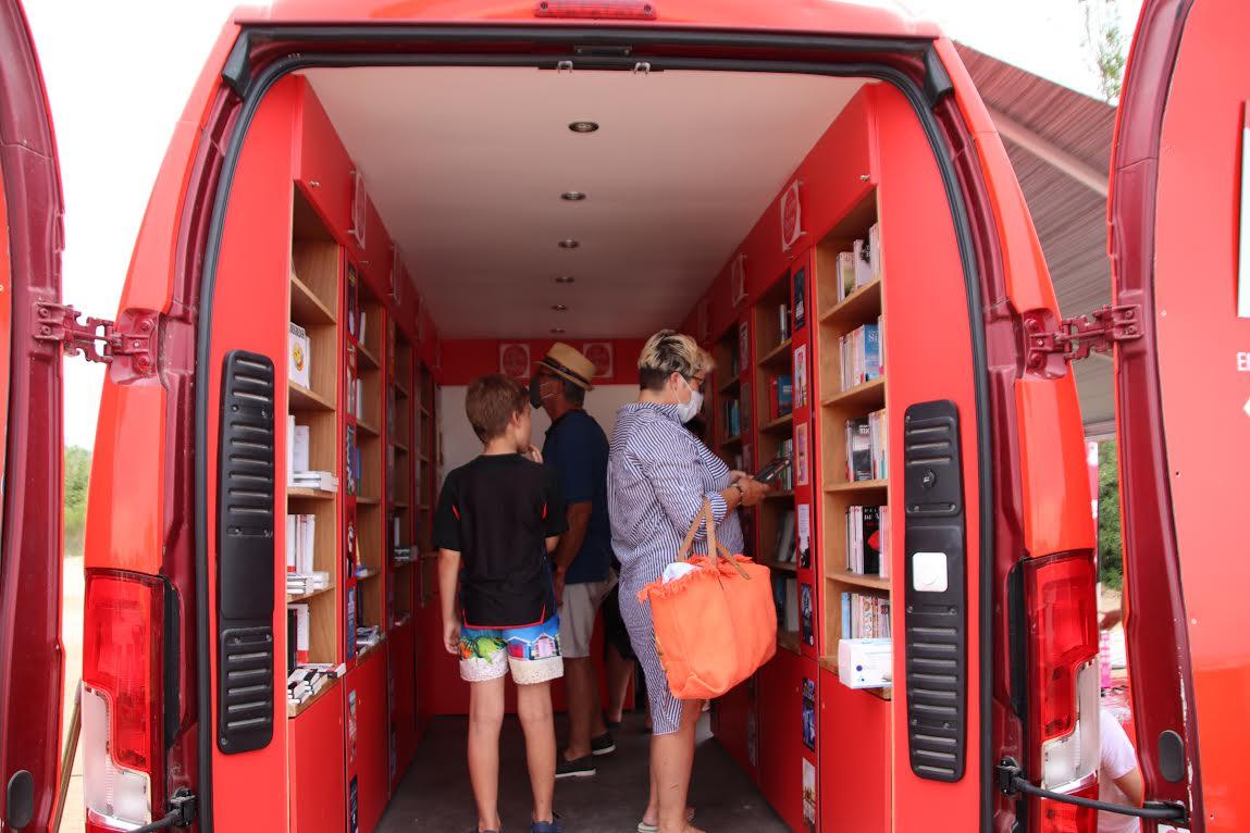 """Lecci : le """"Camion qui livre"""" sur la plage de Saint-Cyprien"""