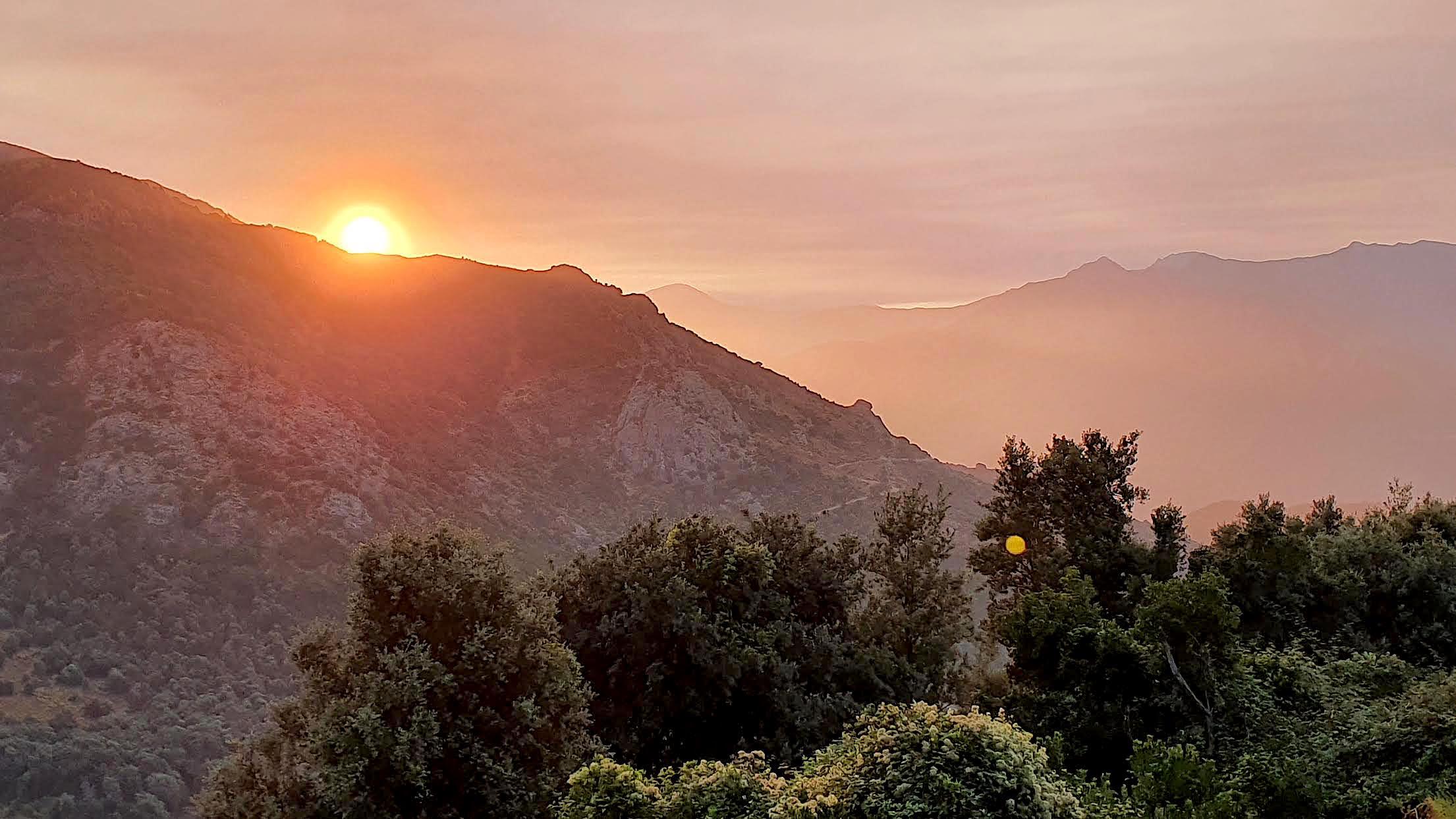 Le soleil se lève sur la vallée de la Gravona (Raphaël Vesperini)