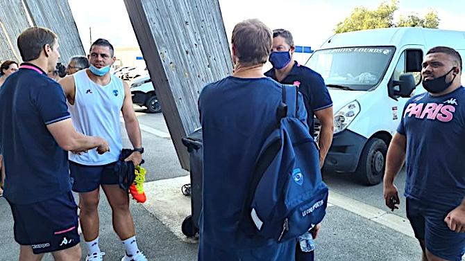 Ce vendredi 20 août, les deux équipes ont échangé quelques mots avant de s'affronter sur la pelouse d'Armand Cesari ce samedi 21 août à 18 heures. Crédits Photos : Pierre-Manuel Pescetti