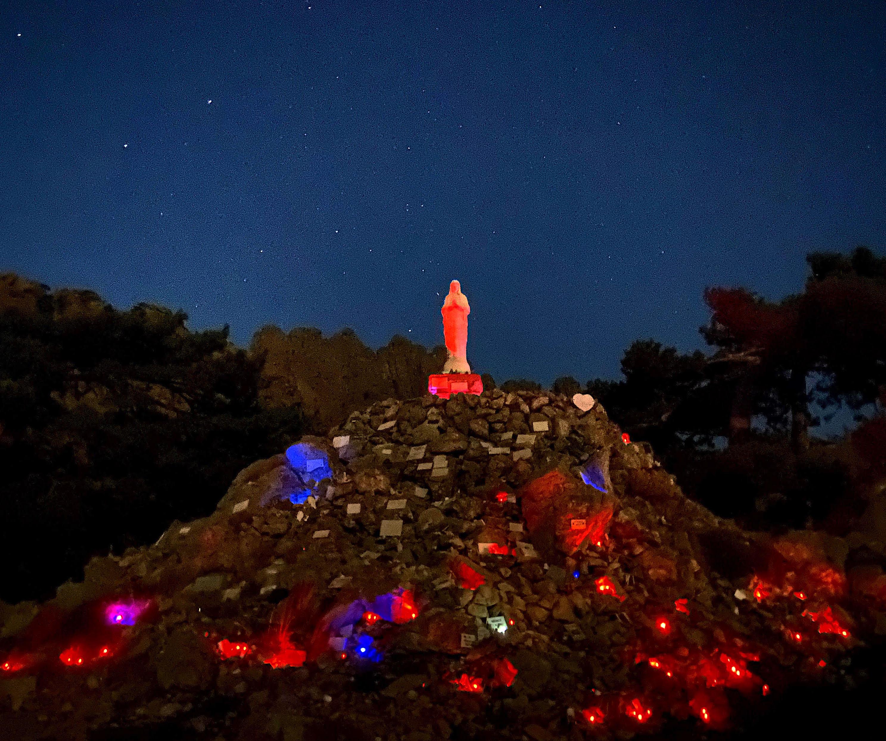 La photo du jour : Notre Dame des Neiges sous le ciel étoilé de Bavella