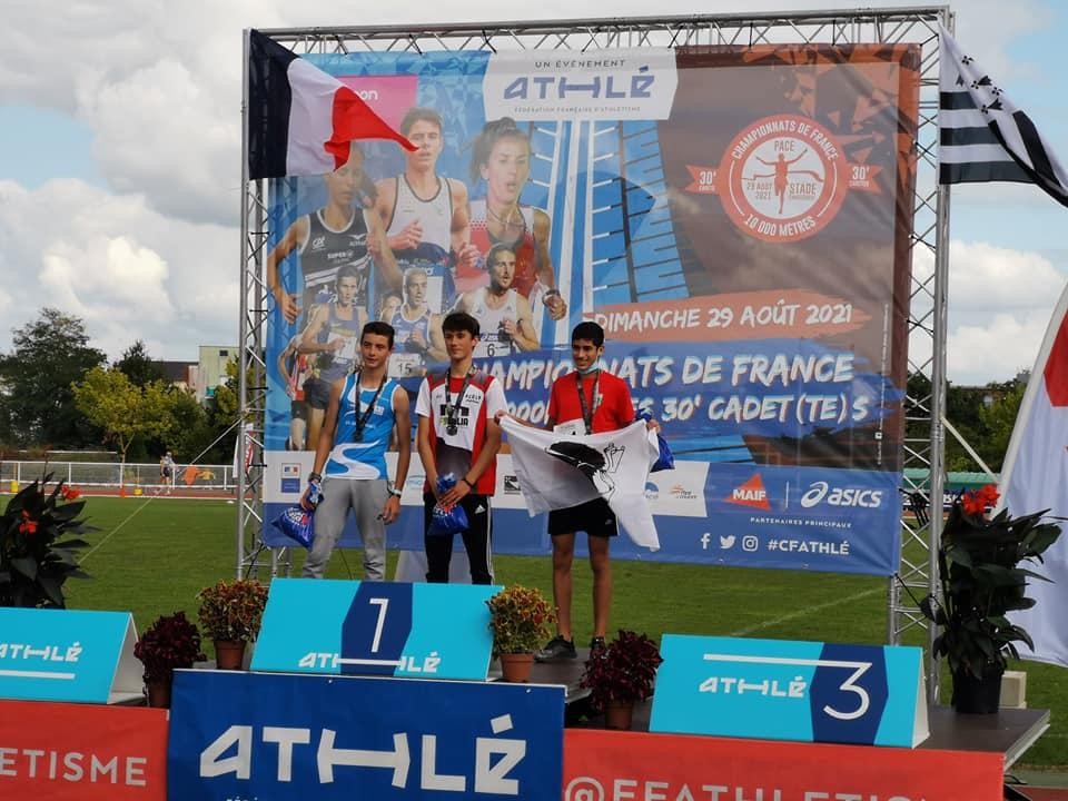 Médaille de bronze pour le minime Kamel El Azouzi, à droite (photo JM Lamberti)