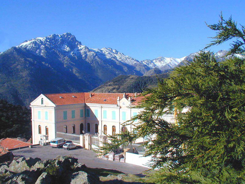 Le bâtiment Battaglini à Olmi-Cappella était un collège accueillant près de 300 élèves jusque dans les années 1960. Crédits Photos : l'Aria