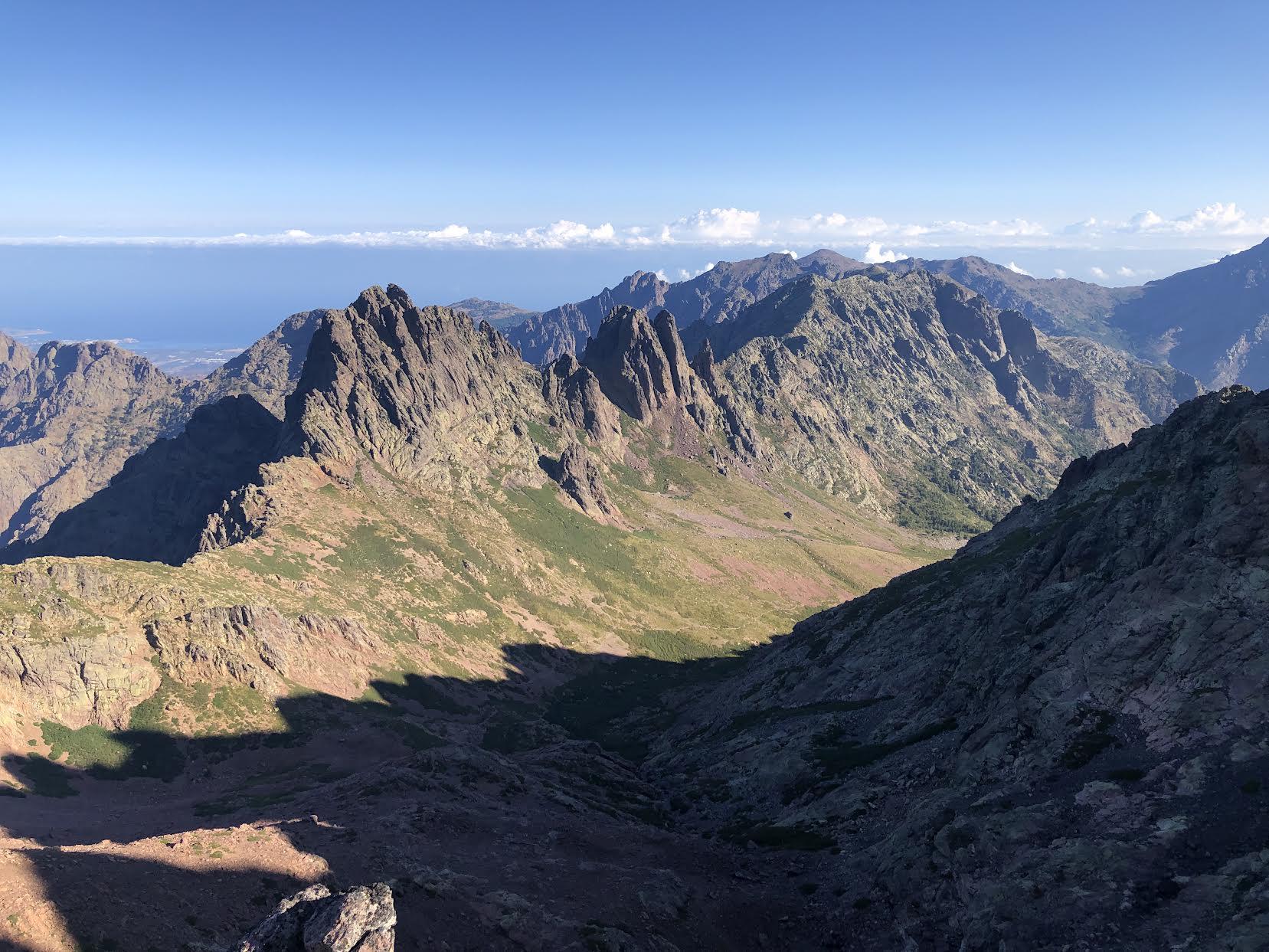 La vallée d'Ascu prise depuis le sommet de la Punta Rossa (2247m) (Photo Jean Pierre)