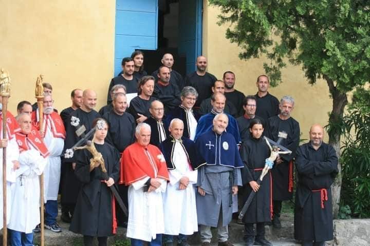 Photo du 23 mai 2021, lors de leur première messe en novice.