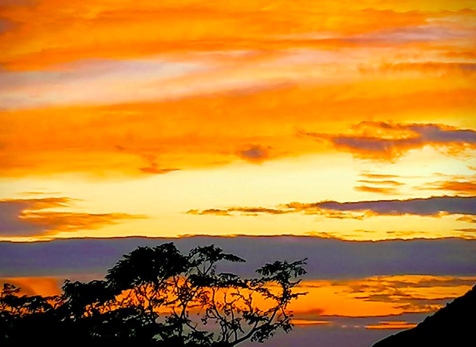 Coucher de soleil vu du village de Monacia d'Aullene - photo Lina Guidicelli