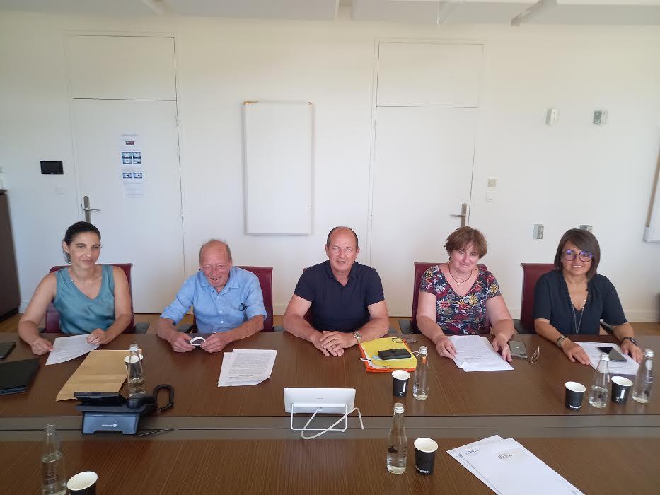 Paul-Félix Benedetti, accompagné de Véronique Pietri, Serena Battestini, Marie-Claude Branca et Paul Quastana  en juillet 2021