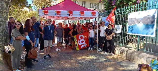 En Corse-du-Sud, ils s'étaient rassemblés devant le bureau de poste Saint Gabriel. Photo : CGT FAPT Corse-du-Sud.