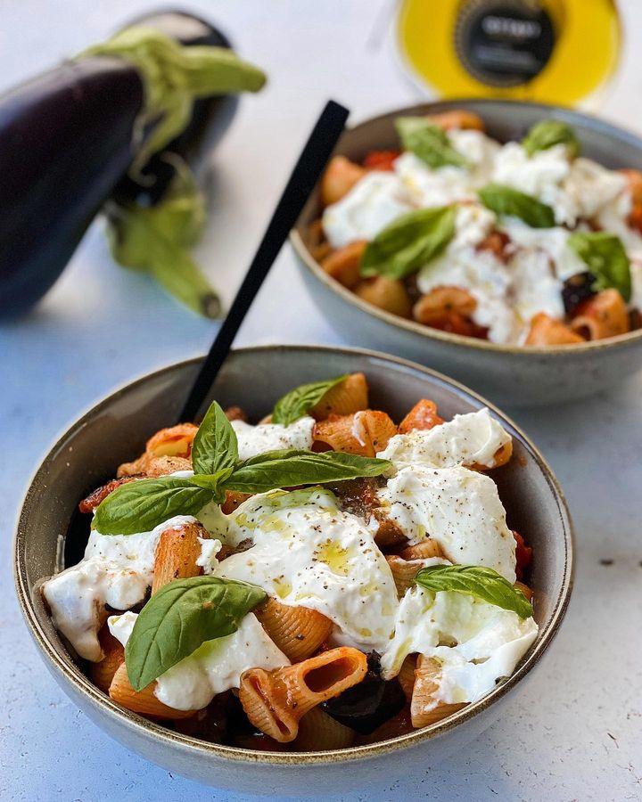 A table : pâtes aux aubergines et burrata avec la Petite cuisine de Marie