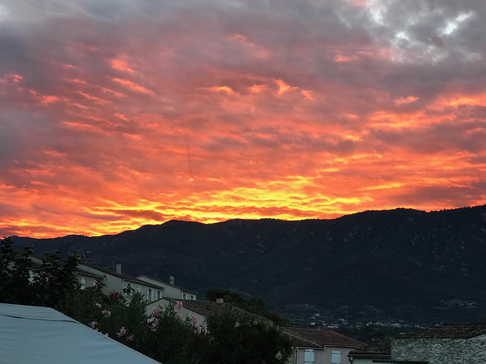 Vue du lever du soleil depuis Baleone, sur le Monte Aragnasca. (Paulo Payen-Frassati)