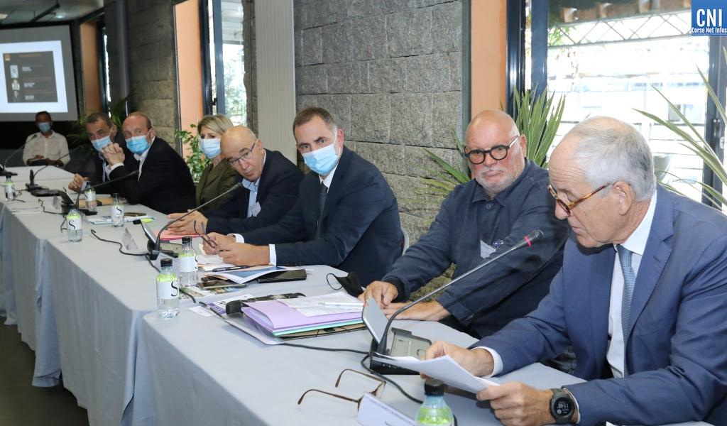 Le congrès a eu lieu en présence des maires de la Corse-du-Sud, de Gilles Simeoni, président de l'Exécutif, de Marie-Antoinette Maupertuis, présidente de l'Assemblée de Corse, du préfet de Corse, Pascal Lelarge, de Laurent Marcangeli, maire d'Ajaccio, d'Ange-Pierre Vivoni, président de l'Association des maires de Haute-Corse, de Guy Geoffroy, vice-président de l'Association des maires de France et de nombreux élus du département - Photos Michel Luccioni