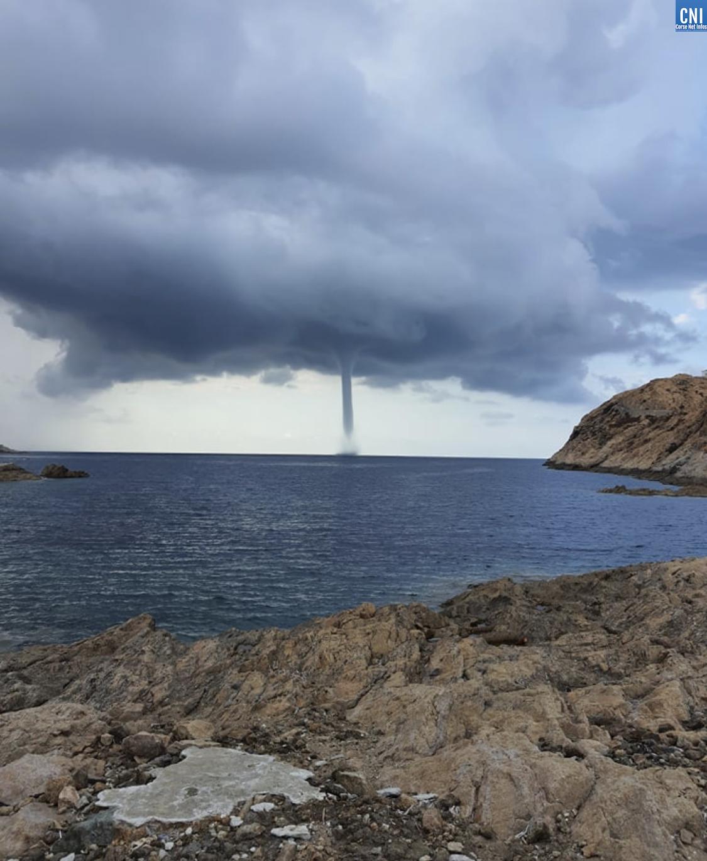 EN IMAGES - Une impressionante trombe marine au large de L'Ile Rousse