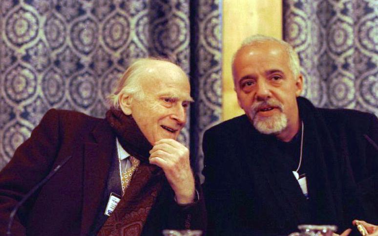 Yehudi Menuhin (à gauche) et Paulo Coelho en 1999. - Photo Wikipedia