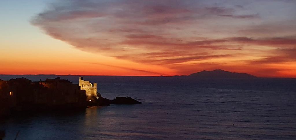 L'aube à Erbalonga (Marité Valery)