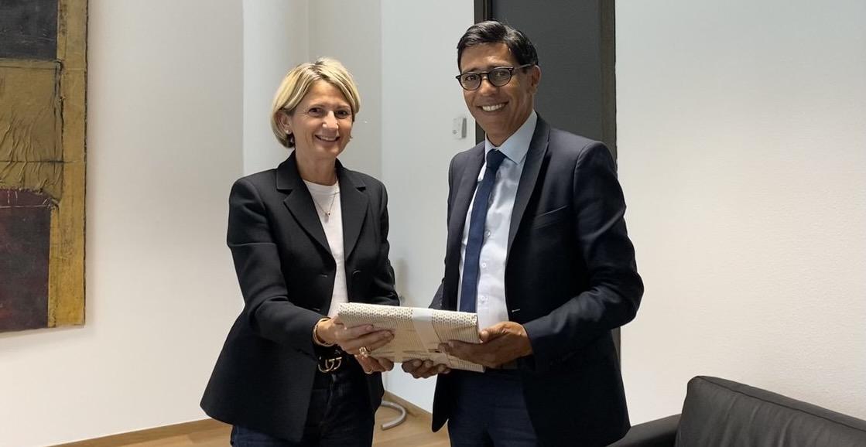 Avec la présidente de l'Assemblée de Corse, Nanette Maupertuis.