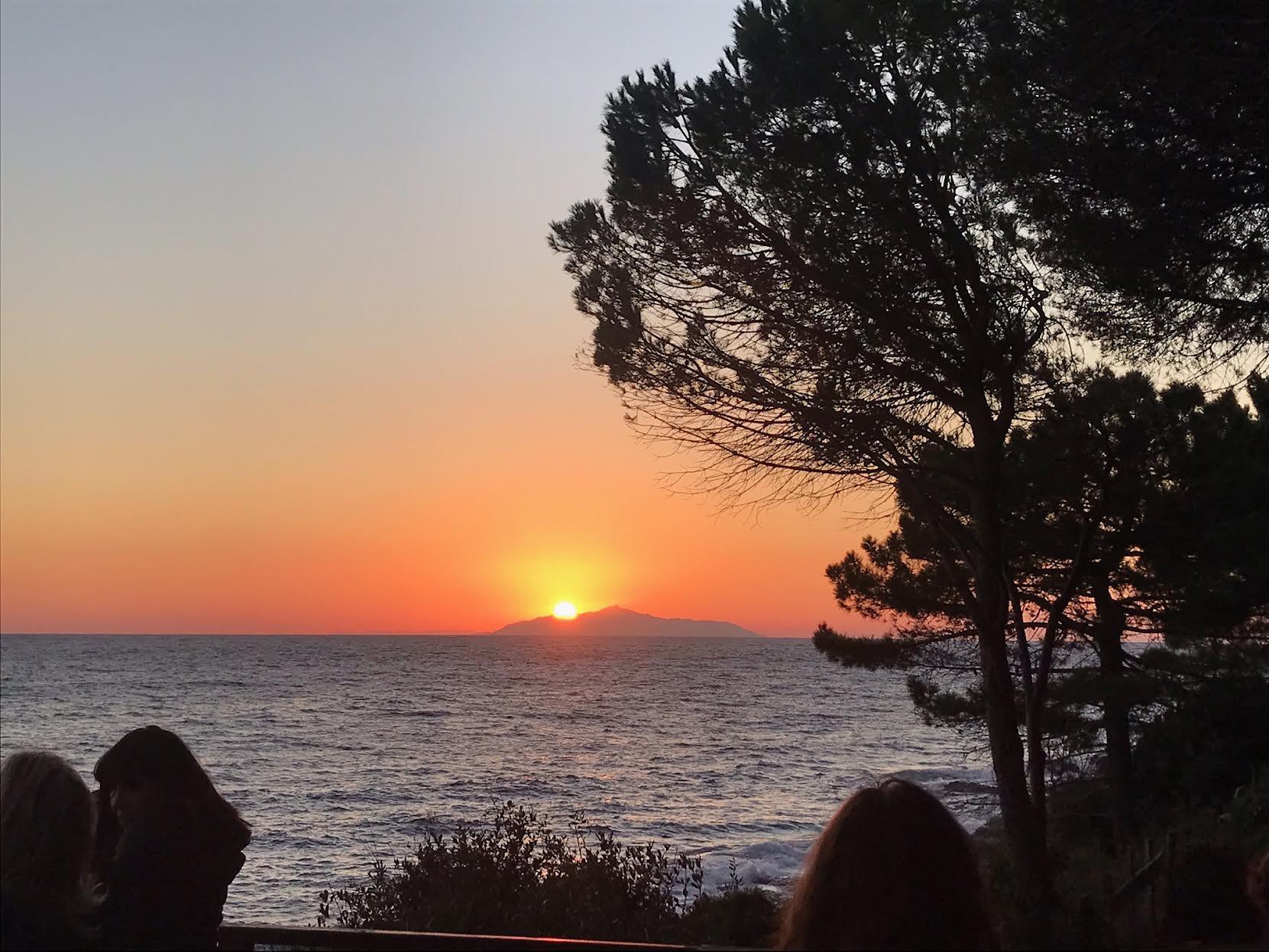 Lever de soleil sur l'archipel toscan vu de Portcciolo (Émilie Gigon)