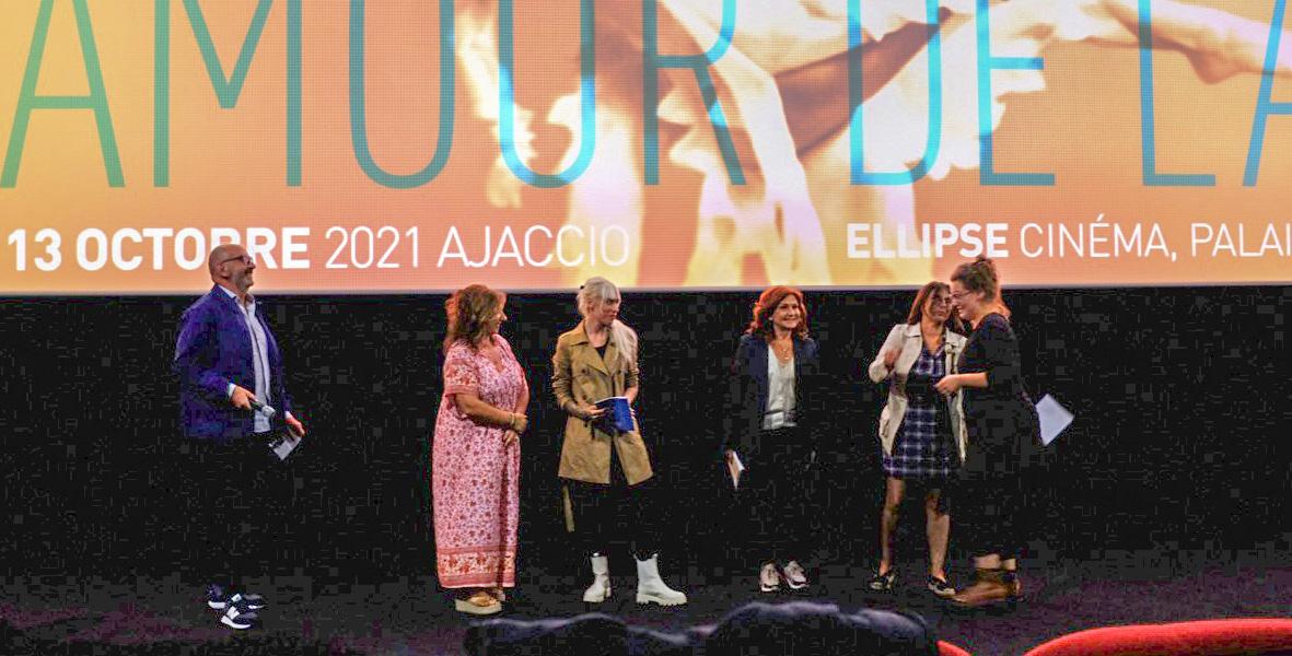 Le jury remet le Prix de l'APAJ à Émilie Beyssac Cywinska