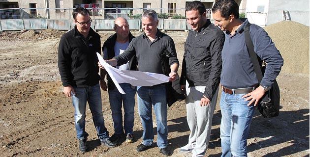 Le maire Pierre Siméon de Buochberg entouré de ses conseillers et de Noureddine Latrach de l'Atelier Archi-Med (Photo Stéphane Gamant)