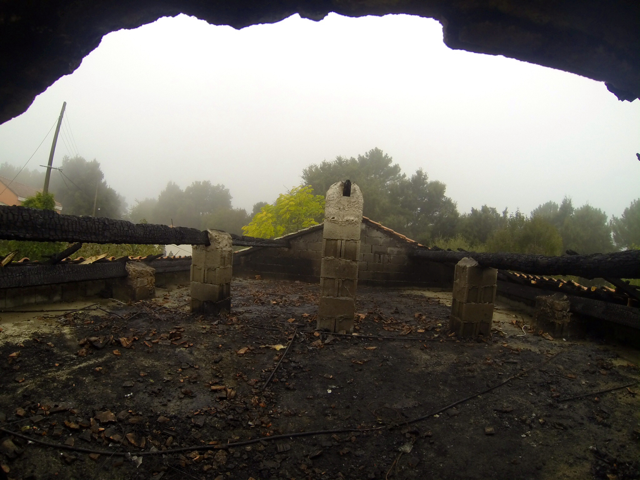 Ania di Fium'orbu : Le toit prend feu après un impact de foudre