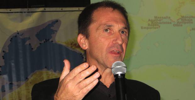 Jean Castela, professeur d'histoire-géographie, responsable de la formation des Guides-conférenciers à l'Université de Corse et directeur de l'INEACEM.
