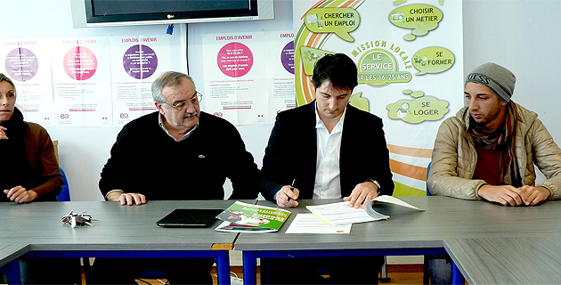 Nicolas Zammataro signe le 100ème Emploi d'avenir pour la mission locale de Bastia