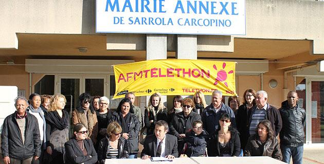 Alexandre Sarrola entouré des organisateurs du Téléthon