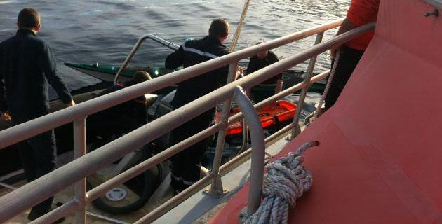 Les gendarmes à bord de la vedette de la SNSM. (Photo SNSM)
