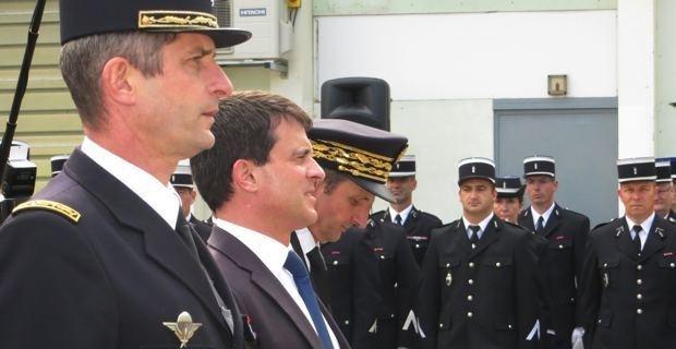 Manuel Valls vient soutenir les gendarmes