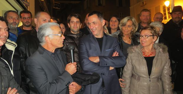 Gilles Simeoni entouré de son comité de soutien.