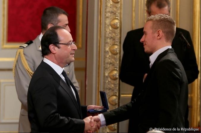 Le courage de Romain Iltis récompensé à l'Elysée par François Hollande