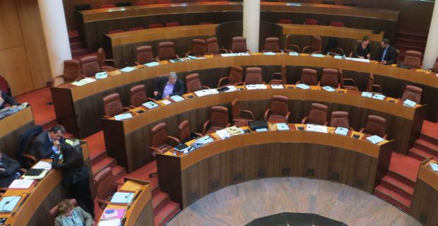 Hémicycle de la CTC : Les bancs nationalistes vides.