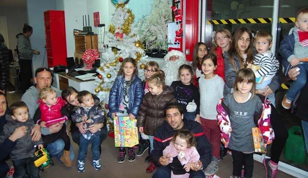 L'Ile-Rousse : Le bel arbre de Noël des sapeurs-pompiers